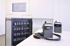 Synexis RP 8 Empfänger mit Einbauschrank im Hintergrund